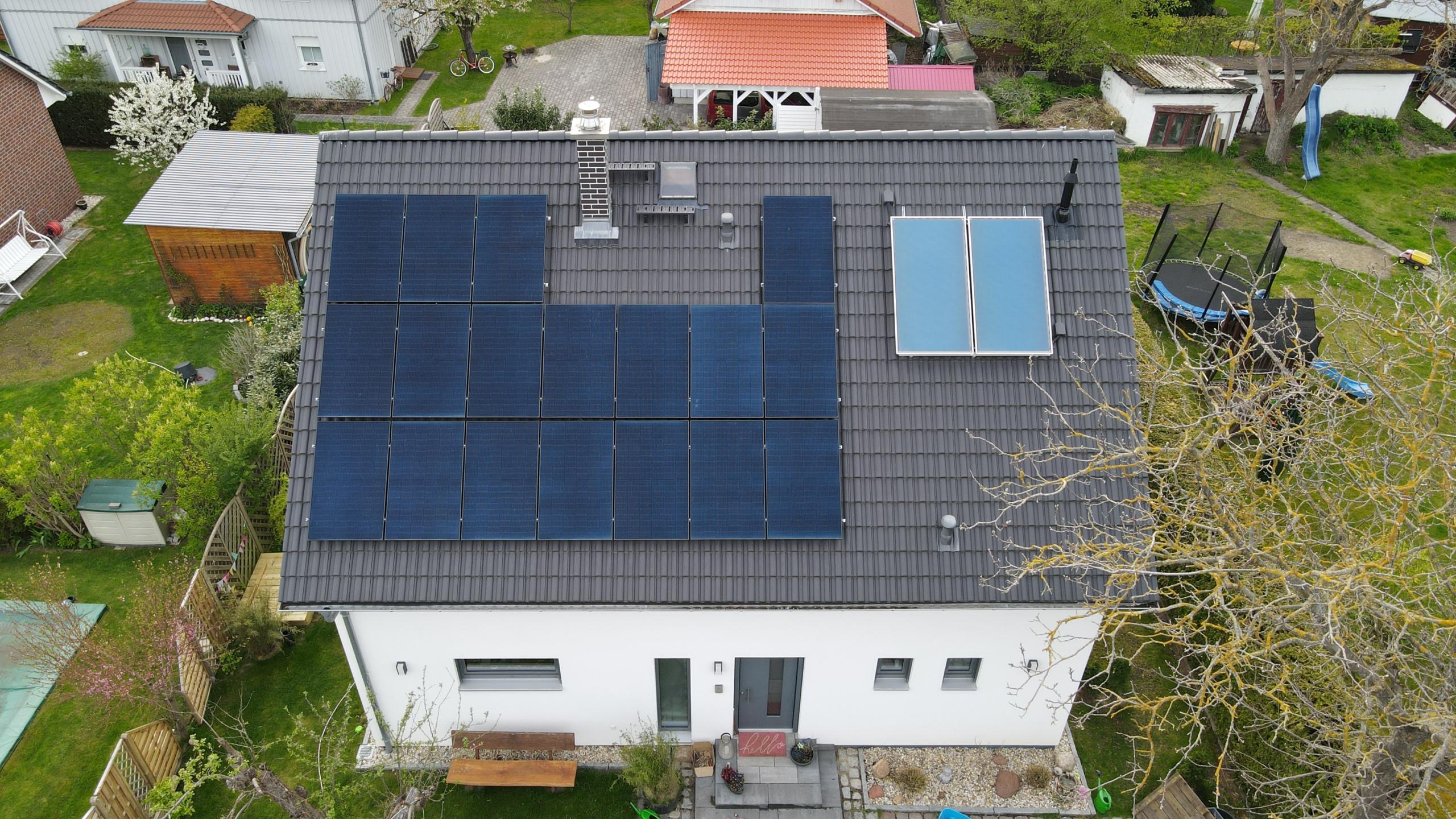 dach mit solarpanel 300x169